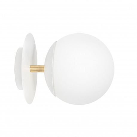 White wall lamp PLAAT C white sconce with disk, glass shade and brass detail UMMO